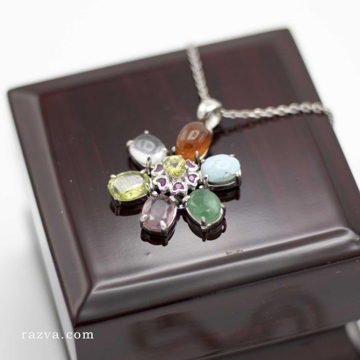 Collier et pendentif en argent multi-pierres